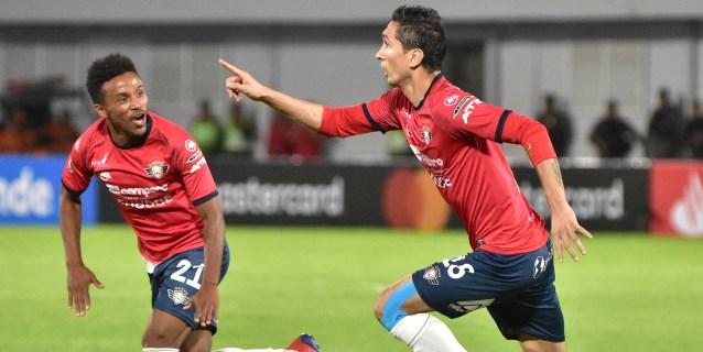 3-2. El Wilstermann vence al Paranaense con un autogol y dos penaltis