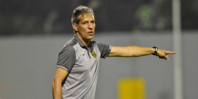 Real España destituye al colombiano Restrepo tras quedar eliminado en repesca