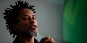 Zé Roberto pide que le retiren a Neymar el brazalete de capitán