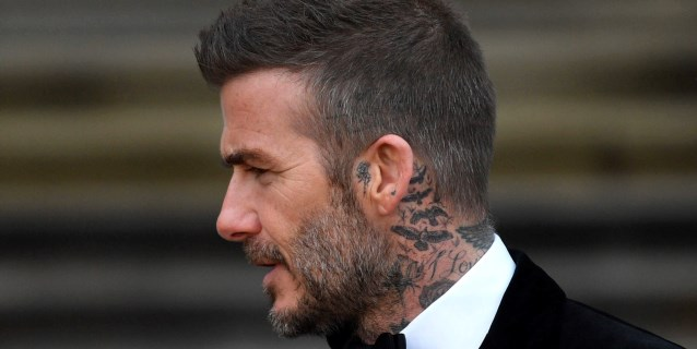 Retiran seis meses el carné a David Beckham por conducir usando el móvil