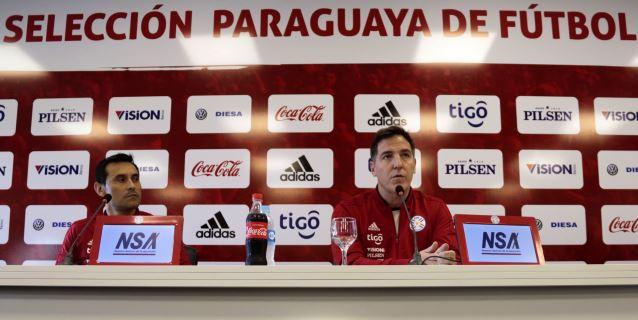 Santa Cruz, de 37 años, y Cardozo, de 35, en la lista previa de Paraguay