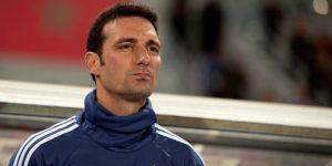 """Scaloni espera hacer """"una gran Copa"""" y la prensa prevé el regreso de Agüero"""