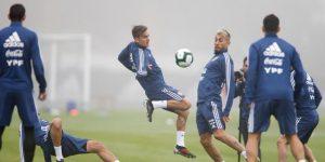 Argentina se entrena sin Messi por culpa de la niebla