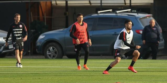 La selección de Chile se entrena por primera vez en Brasil