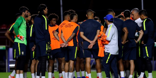 Brasil finaliza su último entrenamiento con la incógnita de Allan o Fernandinho