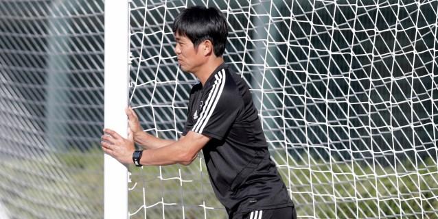 El entrenador de Japón quiere que sus jóvenes jugadores aprendan pero compitan