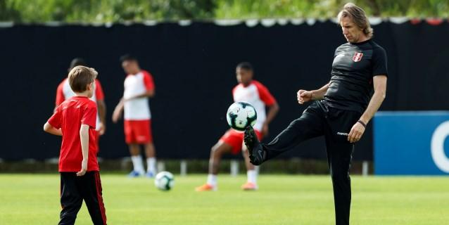 El nieto de Gareca protagoniza la última práctica de Perú antes de su debut en la Copa