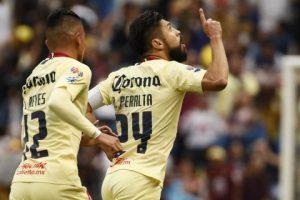 El mexicano Oribe Peralta pasa de América a Chivas en fichaje entre rivales