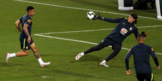 La selección brasileña afina su puntería pendiente de la evolución de Arthur