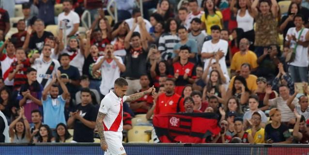 El peruano Guerrero vence al boliviano Martins en el regreso de ambos al Maracaná