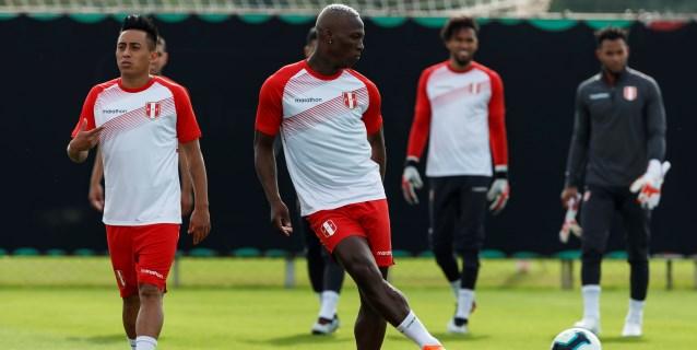 """Luis Advíncula: """"El fútbol español me vino muy bien"""""""