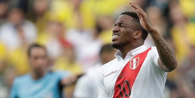 Farfán sufre una lesión en la rodilla izquierda y se perderá el resto de la Copa América