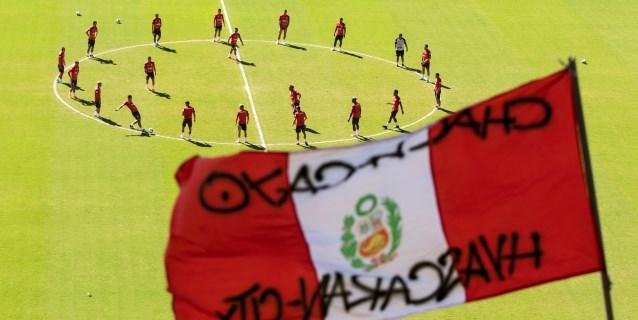 """Perú juega """"el partido"""" ante Uruguay con certezas y dudas de Gareca"""