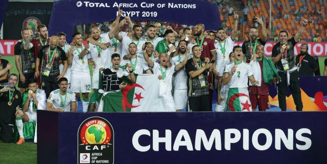 1-0. Argelia derrota a Senegal y alza su segunda Copa África 29 años después