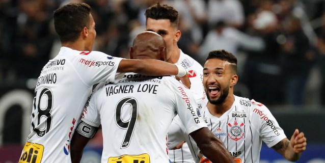 2-0. Corinthians domina, gana al Wanderers y se acerca a cuartos
