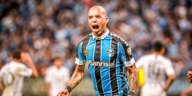 2-0. Gremio vence al Libertad con un jugador menos y goles de suplentes