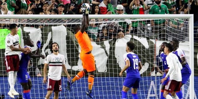 1-0. México, con gol de penalti marcado por Jiménez, llega a la gran Final