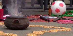 Chamanes y brujos lanzan conjuros para que Perú derrote a Chile