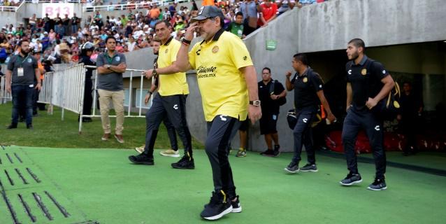 """""""Hoy volví a caminar como cuando tenía 15 años"""", asegura Maradona"""