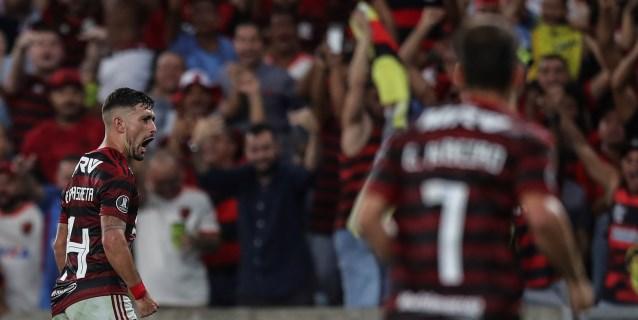 El Flamengo golea y se afianza en el segundo lugar guiado por De Arrascaeta