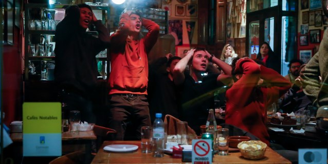 Aficionados argentinos señalan múltiples responsables tras la derrota con Brasil