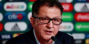 Suspenden por dos meses a Juan Carlos Osorio por dar un manotazo a un árbitro