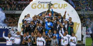 México gana su undécima copa en la Concacaf y los aficionados festejan en el Ángel