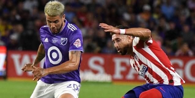 Héctor Herrera levanta la mano para jugar con la selección mexicana