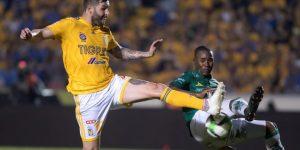 El francés Gignac, máximo goleador de Tigres al anotar en triunfo ante Pumas