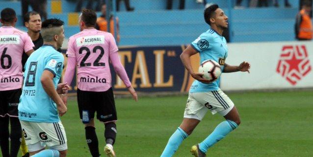 Sporting Cristal sube al tercer lugar, tras San Martín y Universitario