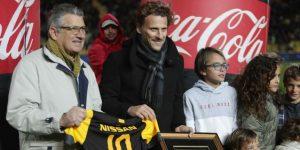Peñarol homenajea a Diego Forlán por su trayectoria y paso por el club