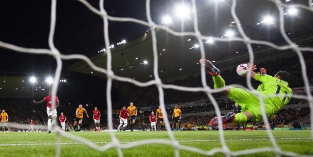 Pogba recibe insultos racistas por el penalti fallado ante el Wolves