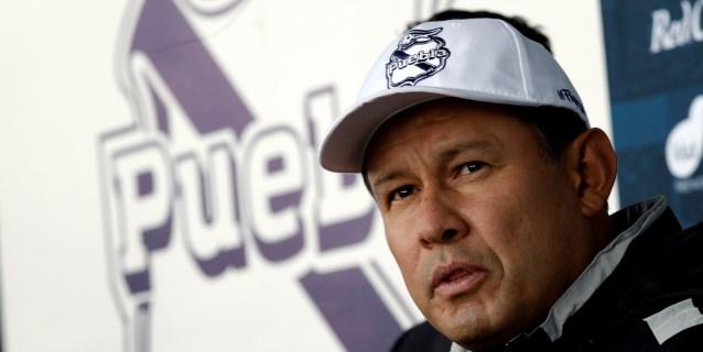 El peruano Reynoso admite que dirigir al Puebla es su reto más grande