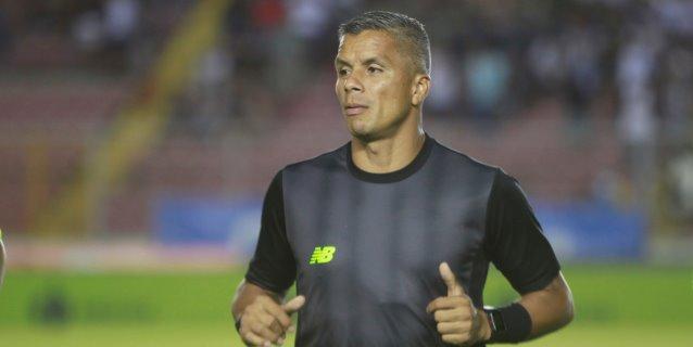 El Real Salt Lake despide al entrenador Petke por insultar al árbitro Pitti