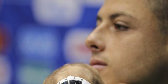 El mexicano Chicharito, nuevo jugador del Sevilla hasta junio de 2022