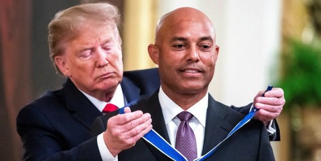 BEISBOL: Pelotero Mariano Rivera recibe máxima condecoración de EE.UU. de manos de Trump