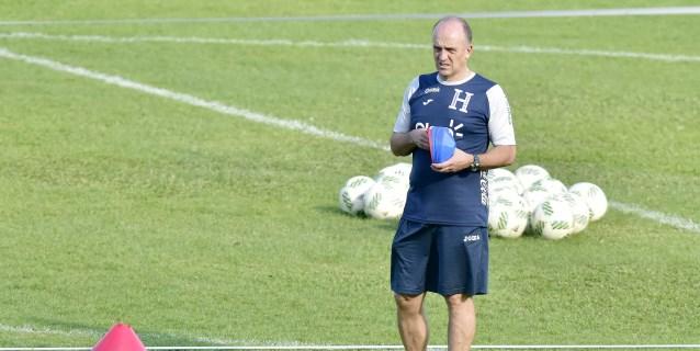 """El seleccionador de Honduras afirma que vencer a Chile """"no es imposible"""""""