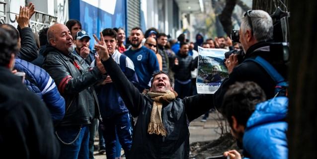 Cientos de argentinos se asocian a Gimnasia para ver al equipo de Maradona