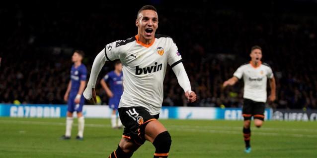 0-1. Rodrigo y Cillessen enrabietan al Valencia en Stamford Bridge