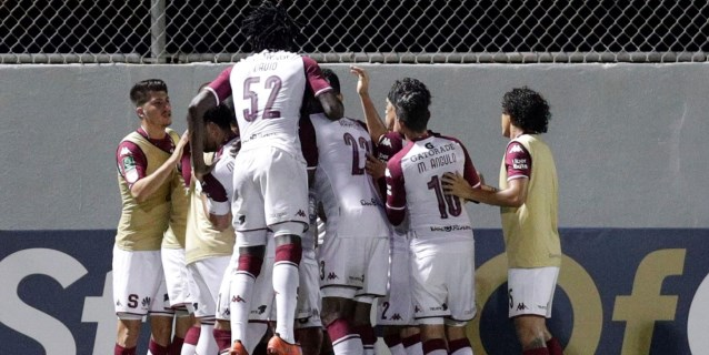 Saprissa amarra la clasificación a las semifinales del fútbol en Costa Rica