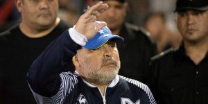 Maradona cumple 59 años arropado por el amor de la afición
