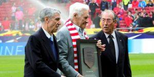 El argentino Jorge Griffa, homenajeado antes del Atlético-Valencia