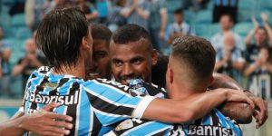 Dos gigantes brasileños inician la disputa por un cupo en la final de la Libertadores