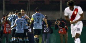1-0. Uruguay ilusiona con un vistoso primer tiempo ante Perú y un golazo de Brian Rodríguez