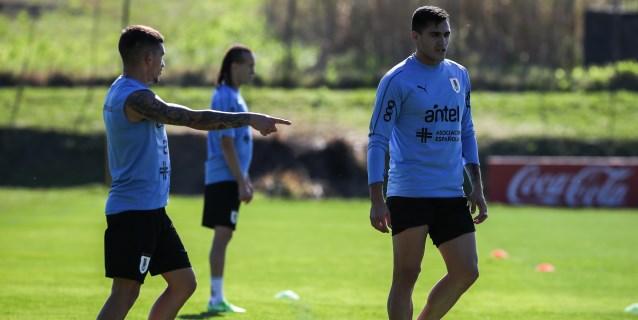 Uruguay, con Godín y Giménez incorporados, se entrena bajo la batuta de Tabárez