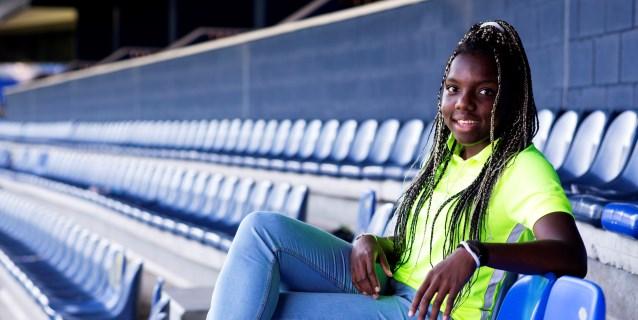 """Edna Imade, el """"bicho"""" del fútbol femenino que nació huyendo de una guerra"""