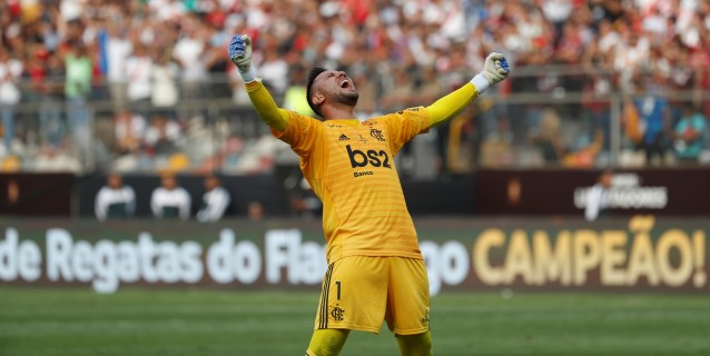 Diego Alves elogia a River pero recuerda que en la finales no se puede fallar