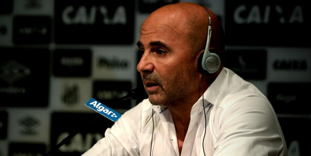 Sampaoli lamenta falta de compromiso de Cueva en el Santos