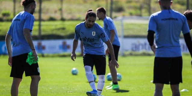 Cáceres y Pereiro convocados en Uruguay por los lesionados Nández y Rodríguez