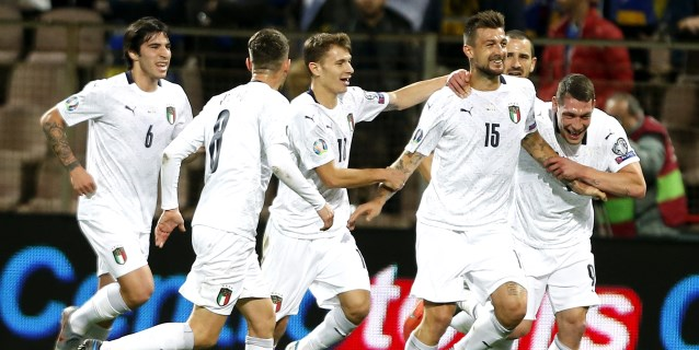 0-3. Italia suma 9 de 9
